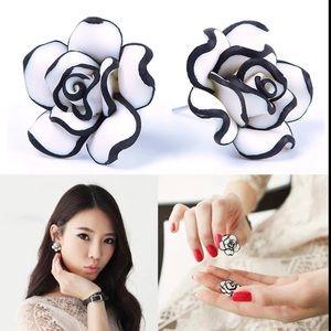 ❤️ New Trendy Earrings Rose Flower Black & White